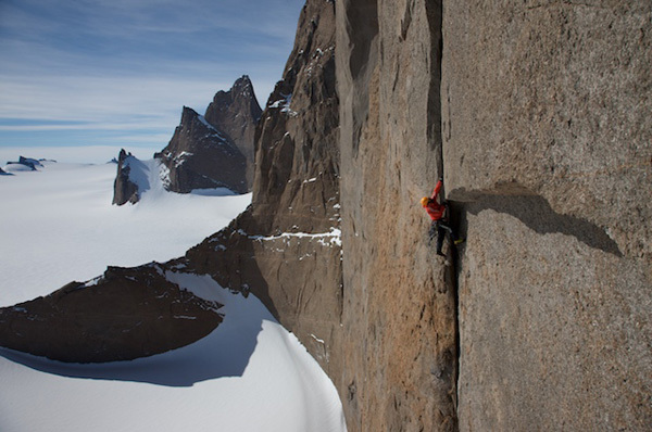 Alexander Huber working his way up the West Face of Holtanna, Antarctic, Expedition Antarktis