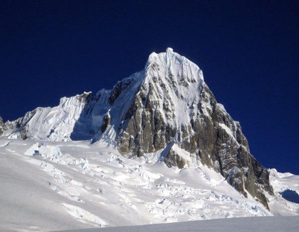 Cerro Riso Patron Central NE Patagonia, arch. Ragni Lecco