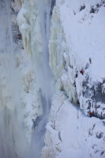 Will Gadd & EJ Plimley su Hunlen Falls, Tweedsmuir Provincial Park, Canada, Christian Pondella