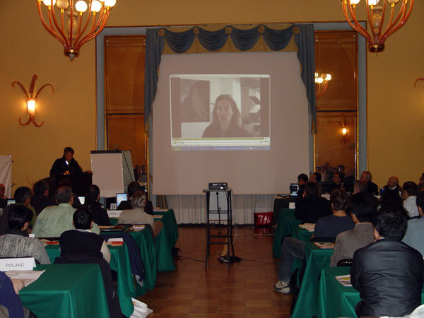 Un momento della presentazione con l'intervento in video di Lynn Hill, arch. Ass. Rock Master