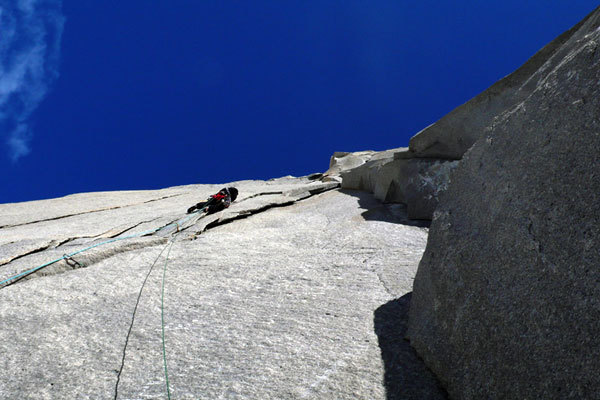 Rolando Larcher on the 10th Changing Dihedral pitch before reaching the hard obligatory climbing, I 40 Ruggenti