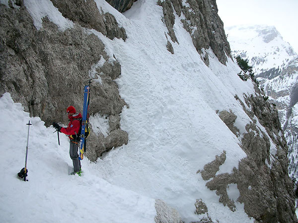 At the start of the traverse to reach the abseil., Francesco Tremolada