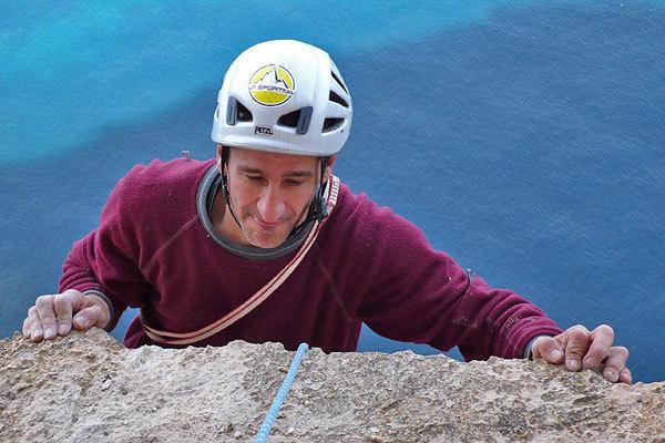 Maurizio, il calcare siciliano e lo sfondo del grande blu, R. Larcher