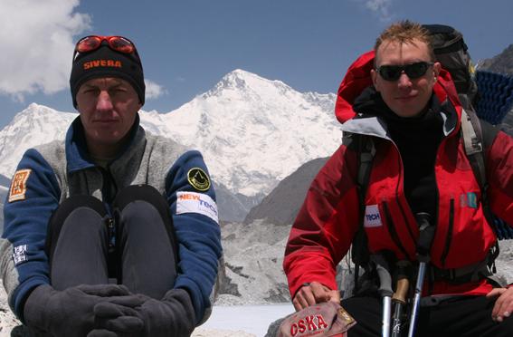 Denis Urubko e Borish Dedeshko, sullo sfondo il Cho Oyu (8201m) sesta montagna più alta della terra, arch Urubko
