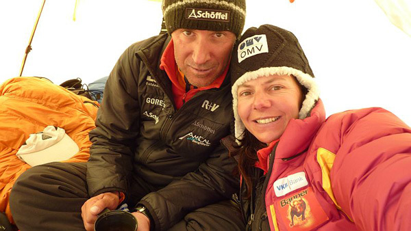 Gerlinde Kaltenbrunner and Ralf Dujmovits at 7300m, arch Kaltenbrunner