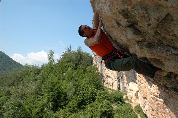 Luca Zardini repeating La grande linea dei sogni 8c+/9a at Erto, Italy, Luca Storoni