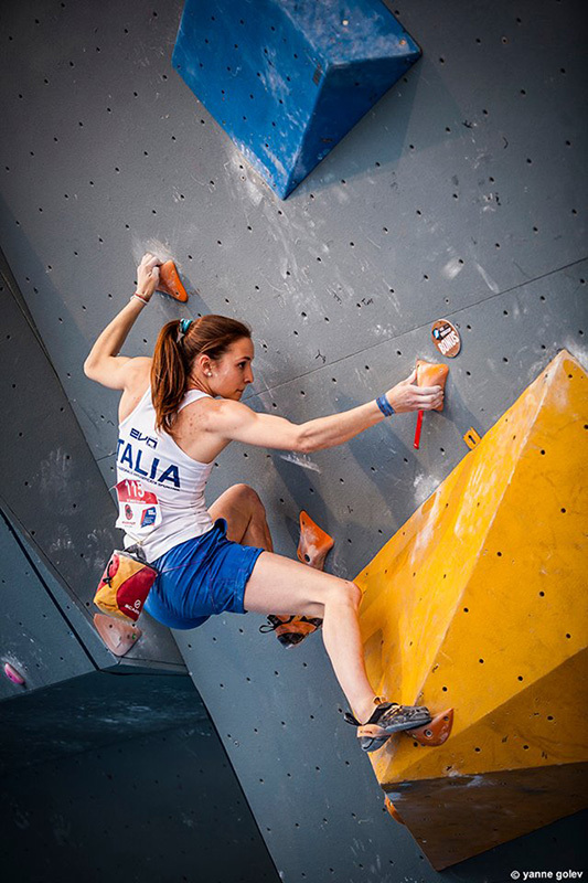 Annalisa De Marco and the disarming lightness of bouldering