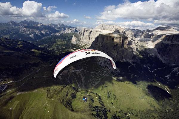 Verso la Marmolada con alle spalle il Sella e il Pordoi (Dolomiti), Red Bull Photofiles