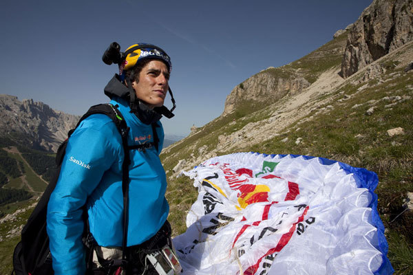 In volo nelle Dollomiti, Olivier Laugero/ Red Bull Photofiles
