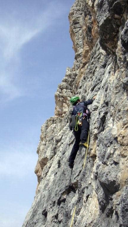 Omar Oprandi sul 2° tiro del CASTELLETTO DI MEZZO PARETE S. Via Detassis - V° 200m, Franco Nicolini