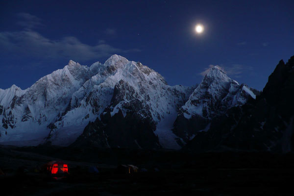 The moon high between K6 and Kapura, arch. Karakorum 2009