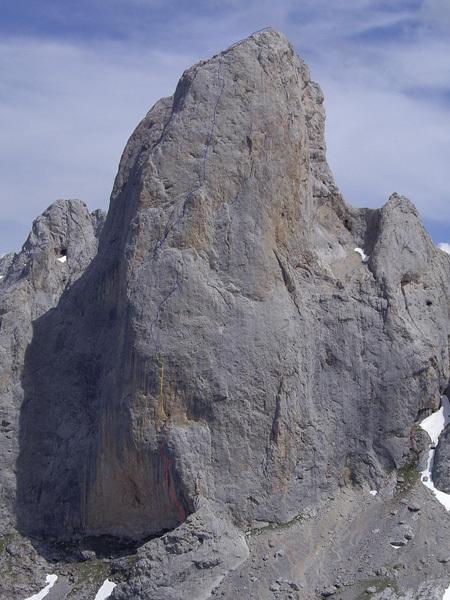 Orbayu 8c+/9a 510m, Naranjo de Bulnes, Picos de Europa, Spagna. Prima salita Iker e Eneko Pou 08/2009, Iker Pou