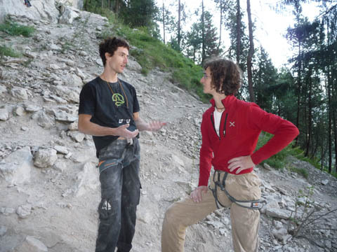 Patxi Usobiaga & Adam Ondra discussing route beta, Planetmountain.com