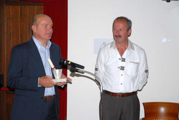 Giorgio Spreafico e il sindaco di Malborghetto, Alessandro Oman, arch. Leggimontagna