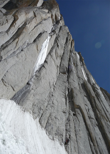 Adrian Laing leading pitch one, 50m 6a+, Naughty Daddies 630m 7b. Belayed by Jon Sedon., Bruce Dowrick
