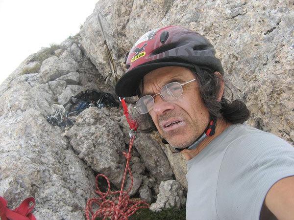 Roberto Iannilli (autoscatto) in cresta, all'ultima sosta di Senza perdere la tenerezza, con gli occhiali rotti, R. Iannilli