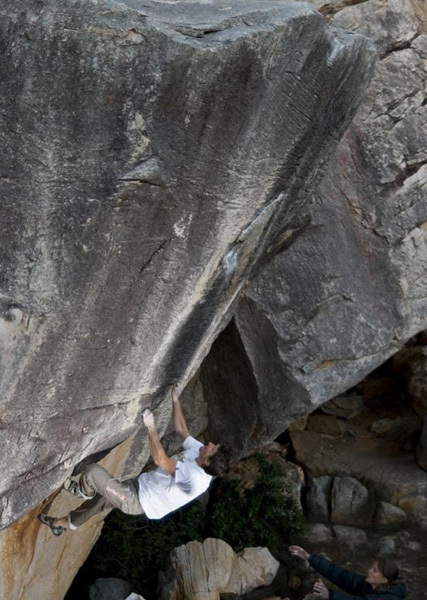 Kilian Fischhuber climbing Airstar FB8b, Rocklands, South Africa, arch Fischhuber