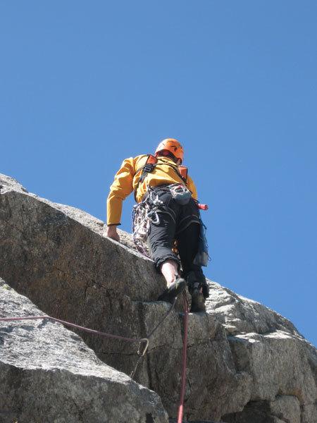 Elio Bonfanti sul 7° tiro di La Memoire du Glacier, Zoccolo dell'Eveque, Monte Bianco, arch. E. Bonfanti