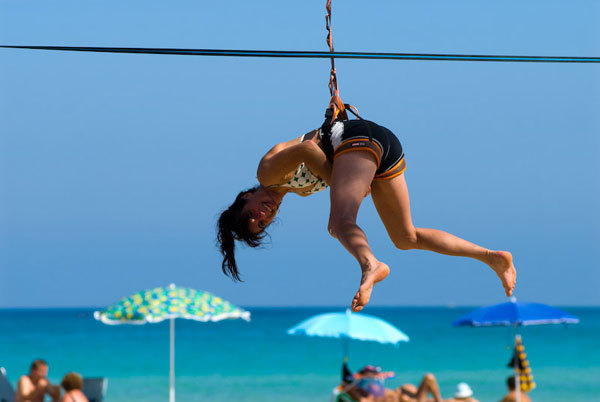 Anna Torretta slacklining on the beach, Marco Spataro