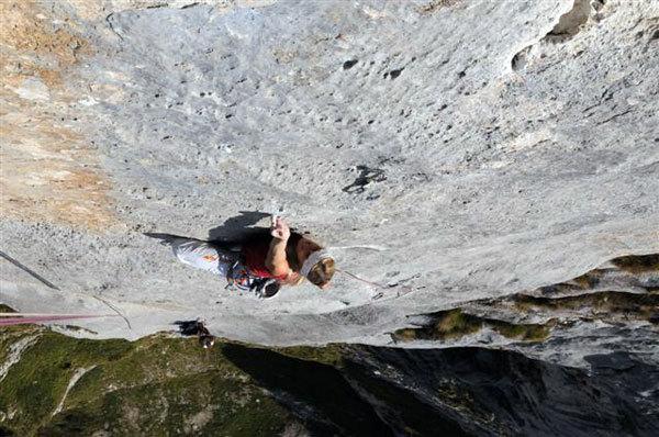 Jenny Lavarda climbing Solo per vecchi guerrieri, arch. J. Lavarda