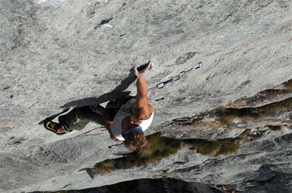 Marco Ronchi climbing Solo per vecchi guerrieri, arch. J. Lavarda