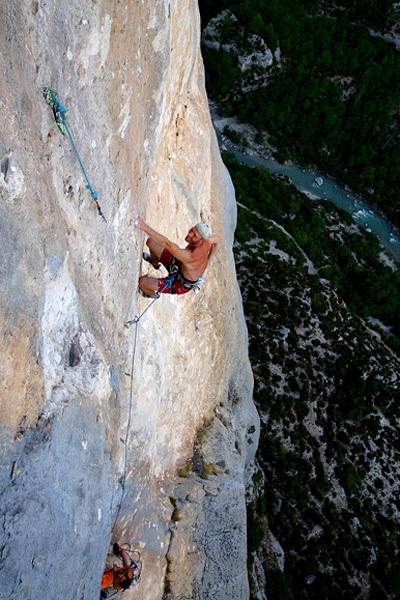 Toni Lamprecht climbing