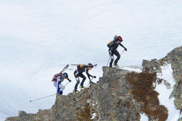 Francesca Martinelli e Roberta Pedranzini sulla cresta finale del Grand Mont., Lorenzo Scandroglio