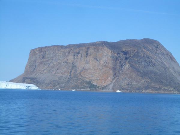 La parete di White Seagulls, Qingussaq Island, 400m, 10 tiri, 5c, Michele Maggioni