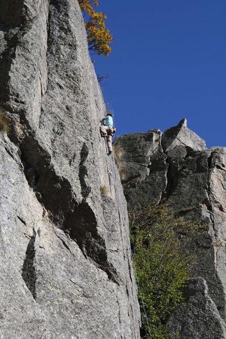 Rossana su Base jump 6b, 6c, arch. Elio Bonfanti
