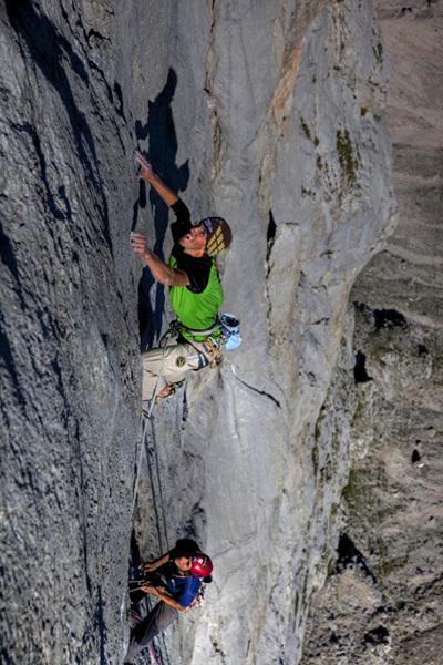 Hansjörg Auer sale Vogelfrei (8b/8b+, 400m), Schüsselkarspitze parete sud, Wettersteingebirge, Austria, Heiko Wilhelm