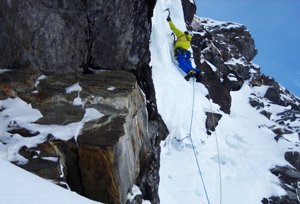 Benedikt Purner high on Moonwalk, 1000m, WI6/M7, Zillertaler Alpen, Austria, Albert Leichtfried
