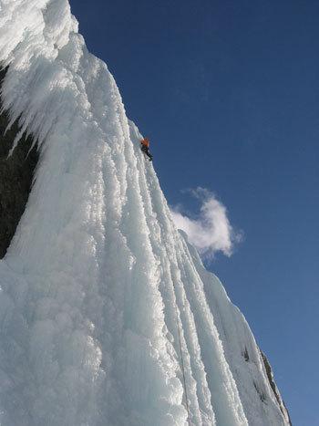 National Park, Canada. La più ricca scelta in fatto di scalate si ha certamente nel National Park. Da Lake Luis guidiamo in direzione Jasper e in circa un'ora raggiungiamo il Monte Wilson, un imponente massiccio sopra la Davis Thomson Highway..., arch. K. Astner - K. Auer