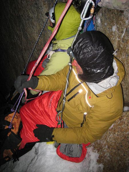Roberto Pedrotti e a sinistra Andrea Reboldi al bivacco sul Cerro Torre, arch. E. Salvaterrra