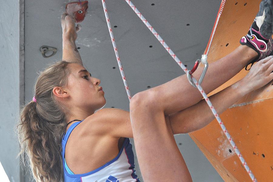 Video: Margo Hayes climbing La Rambla 9a+ at Siurana