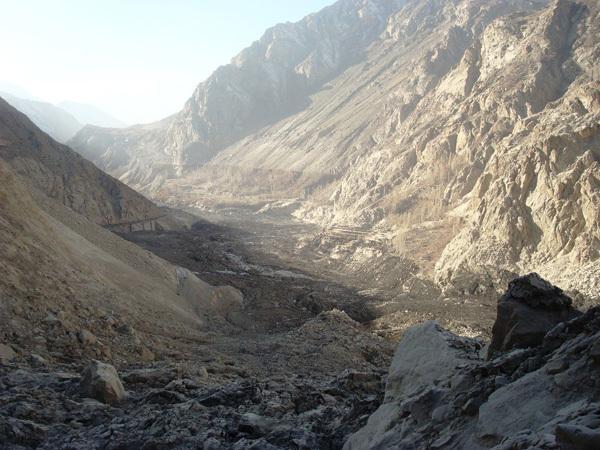 Vista del Hunza river Gorge dalla frana., Pamir Times