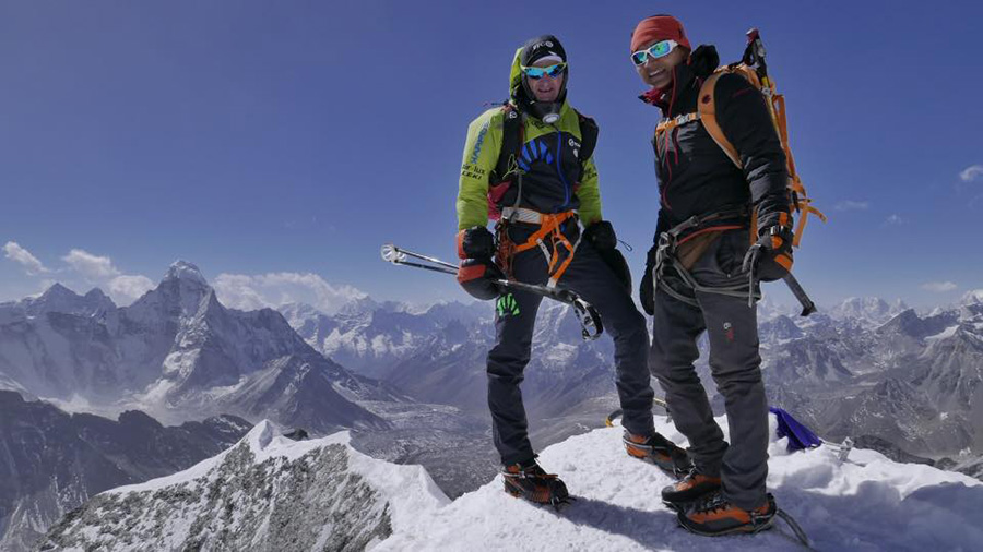 Ueli Steck and the great Everest - Lhotse traverse / Pioneering ...
