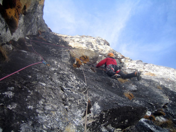 Enrico Bonino on the exposed traverse of pitch 3, The Phantom of the Opera, arch. E. Bonino