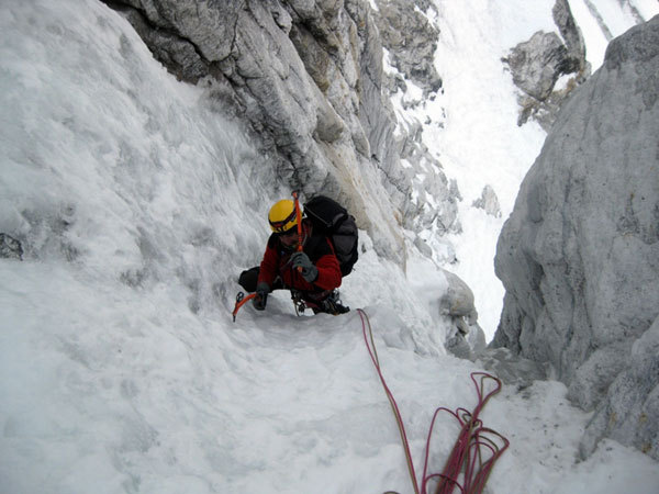 Nicolas Meli reaches the belay after the M6+ pitch on The Phantom of the Opera, arch. E. Bonino
