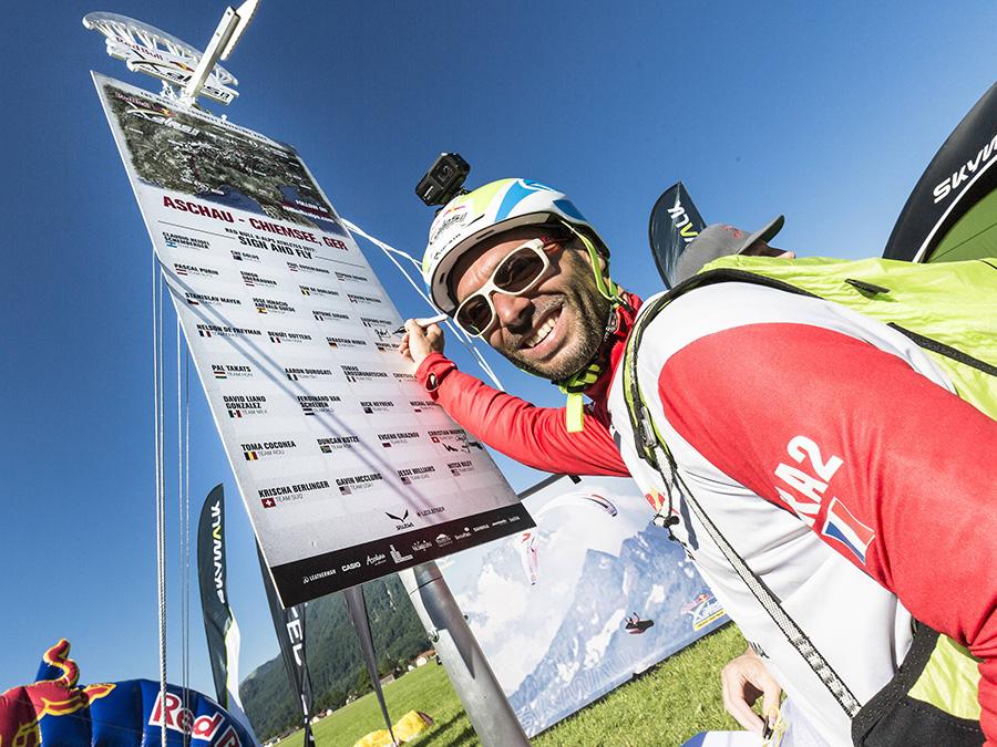 Red bull x alps 2017 gaspard petiot fra2 ad aschau austria il 5 luglio 2017 harald tauderer - Red bull content pool ...