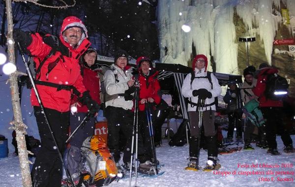 Festa del Ghiaccio 2010 - Gruppo di ciaspolatori alla partenza, F. Scotto