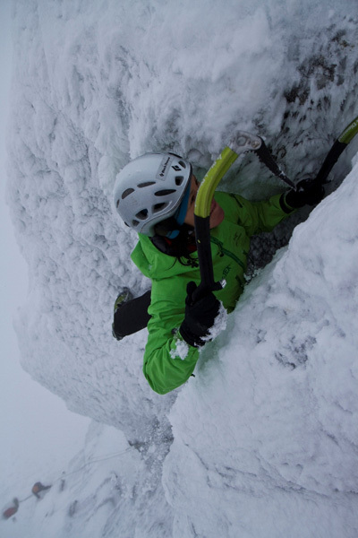 Ines Papert climbing Stirling Bridge VI,7 on Aonach Mor, Scotland, Hans Hornberger