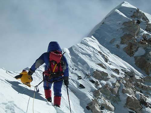 Just a few meters beneath the summit of Makalu: Renzo Benedetti 8000m summit climbed in 2006., arch. Renzo Benedetti