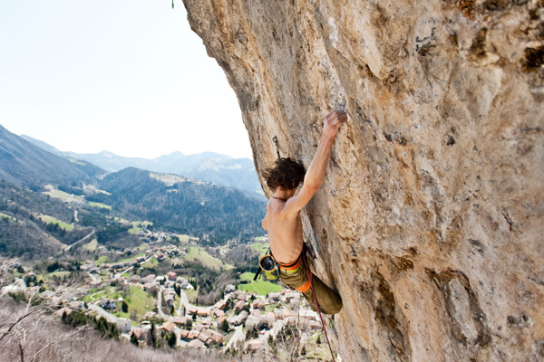 Adam Ondra climbing Goldrake 9a+ at Cornalba, Giordano Garosio