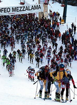 Non sarà ancora sorto il sole quando, domenica 29 aprile, alle 5,30, partirà da Cervinia la lunga cavalcata scialpinistica del Trofeo Mezzalama: 45 chilometri di sviluppo, gran parte dei quali attorno a quota 4000 metri del Monte Rosa., Giulio Malfer