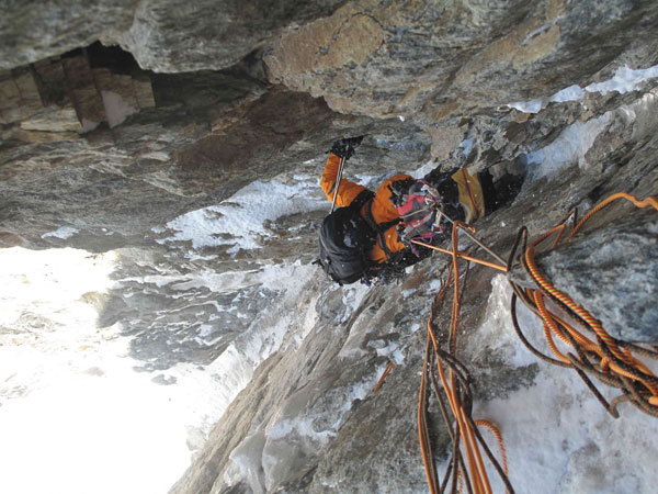 In the gully on the large Chimney on Plein Sud (S Face, Grandes Jorasses), Marcello Sanguineti