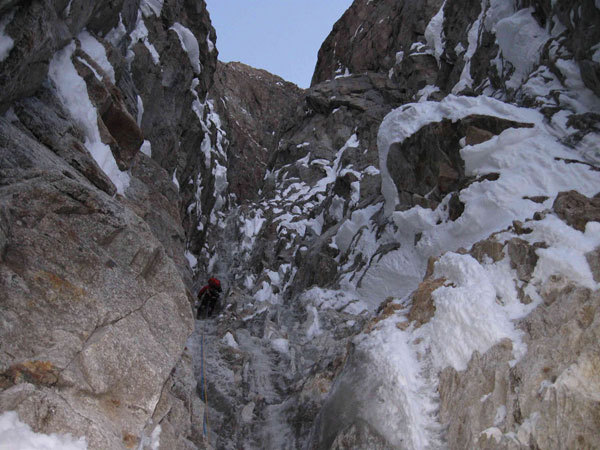 In the gully on the large Chimney on Plein Sud (S Face, Grandes Jorasses), Sergio De Leo