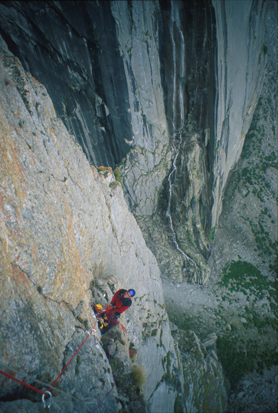 Climbing the route Troubles, cough and fever (540, 6b+, A1), N Face Roungkhanchan 1, Nangma Valley, Pakistan, arch. Crosato, Zaleri, Zebochin