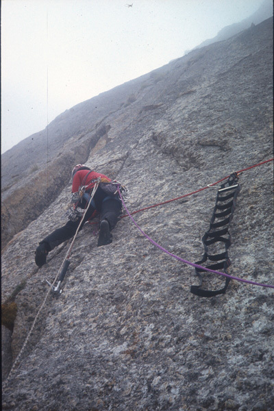Marco Zebochin sulla via Troubles, cough and fever (540, 6b+, A1), parete nord Roungkhanchan 1, Nangma Valley, Pakistan, arch. Crosato, Zaleri, Zebochin