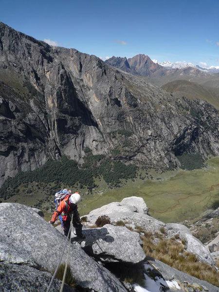 """Terzo giorno di scalata su """"El sueño de los excluidos"""" Nevado Shaqsha (5703m, massiccio dello Huantsàn, Cordigliera Blanca, Perù), www.g-prodz.com"""