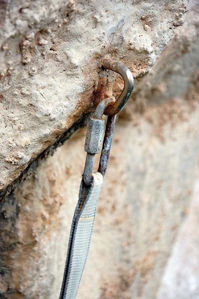 Crags and in-situ gear, arch. Maurizio Oviglia